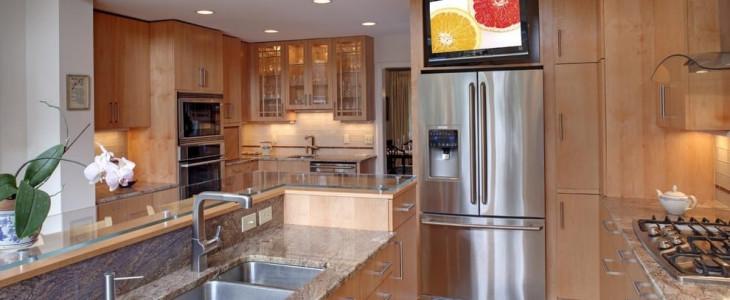 на фото кухне телевизоров