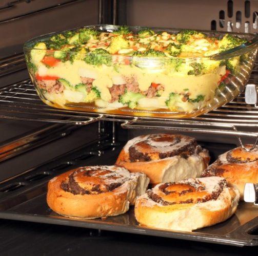 Запечь мясо в духовке в стеклянной посуде
