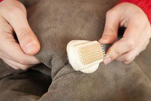 Как почисть замшевую шапку в домашних условиях